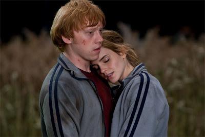 Ron-y-Hermione-en-la-Madriguera